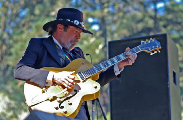 Mike Wilhelm soloing on '54 Gretsch in GG Park 2005 (Chet Memorial Tribal Stomp)